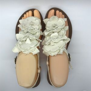 Women's Bongo Cream Fabric Flower Sandal Sz 7, EUC